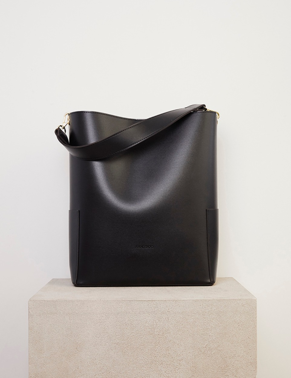 RB bucket bag (black)