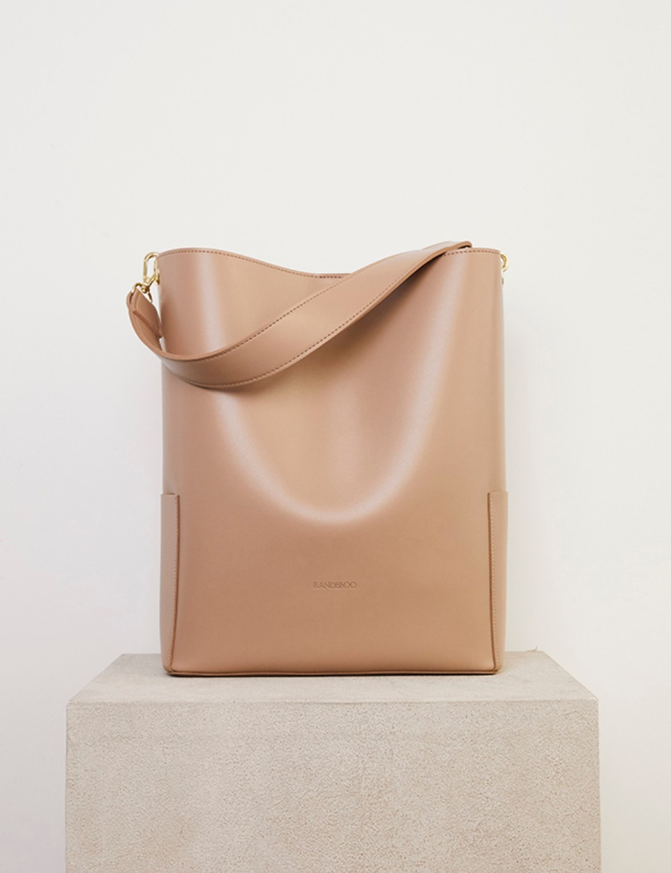 RB bucket bag (nude)